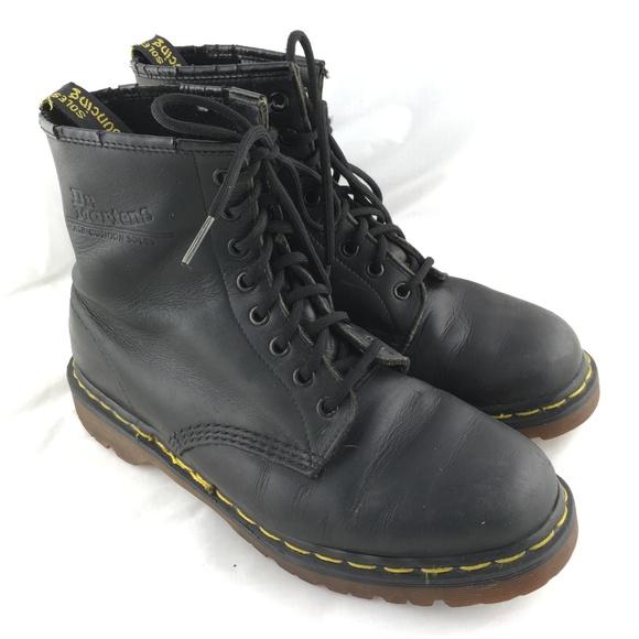 cad35f542d072 Vintage combat boots 1460 black leather England